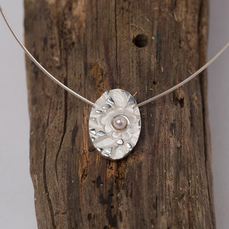Marguerite-Sitthy-bijouterie-Paris-Blois-41-collier-pendentif-pompadour-argent-perle