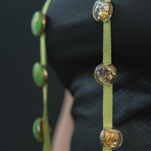 Marguerite-Sitthy-bijouterie-Paris-Blois-41-piece-defile-sautoir2-en-vert-en-verre
