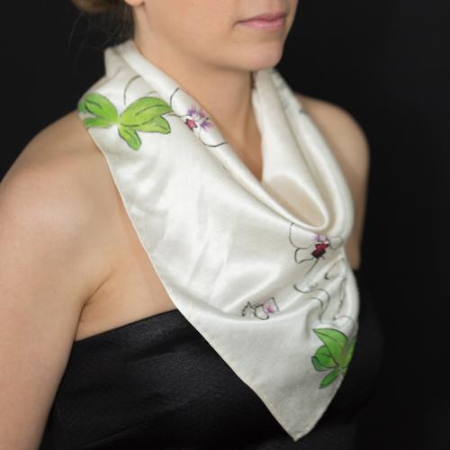 Marguerite-Sitthy-bijouterie-Paris-Blois-41-triangle-de-soie-chanvre-bio-motif-orchids