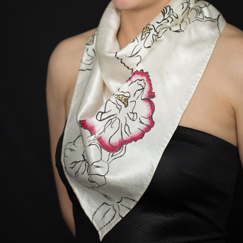 Marguerite-Sitthy-bijouterie-Paris-Blois-41-triangle-de-soie-chanvre-bio-motif-roses