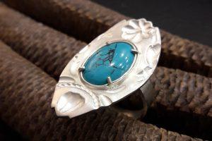 Marguerite-Sitthy-bijouterie-Blois-bague-sur-mesure-argent-turquoise