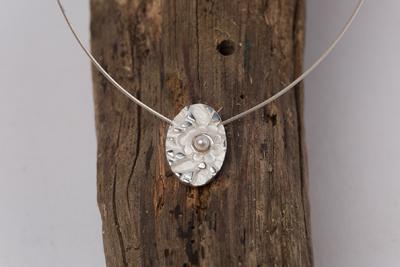 Marguerite-Sitthy-bijouterie-Blois-41-collier-pendentif-POMPADOUR-argent-perle